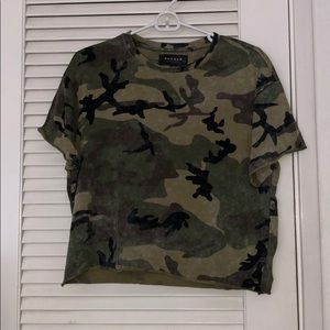 Pacsun camouflage cropped t-shirt